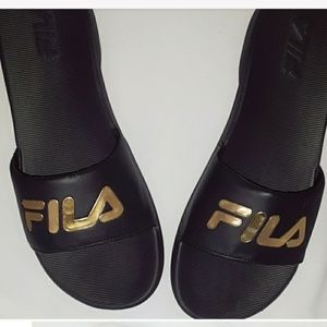 NWOB Fila black and gold slides